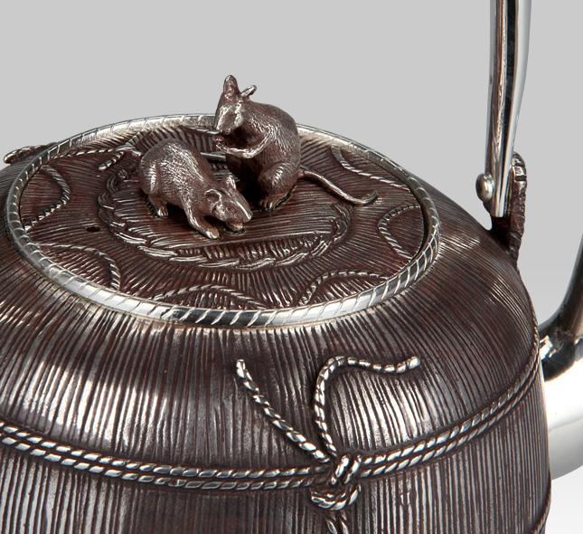 Silver Kettle Mouse on the straw bag