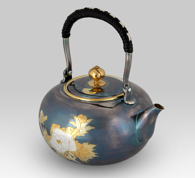 Silver Kettle 1,000cc Hiramaru (flat round) shape with Flowers and birds Pattern