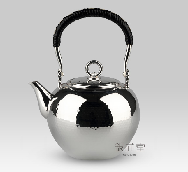 Silver Kettle 800cc spherical shape with Tsuchime(streaks made when craftsmen beat it)