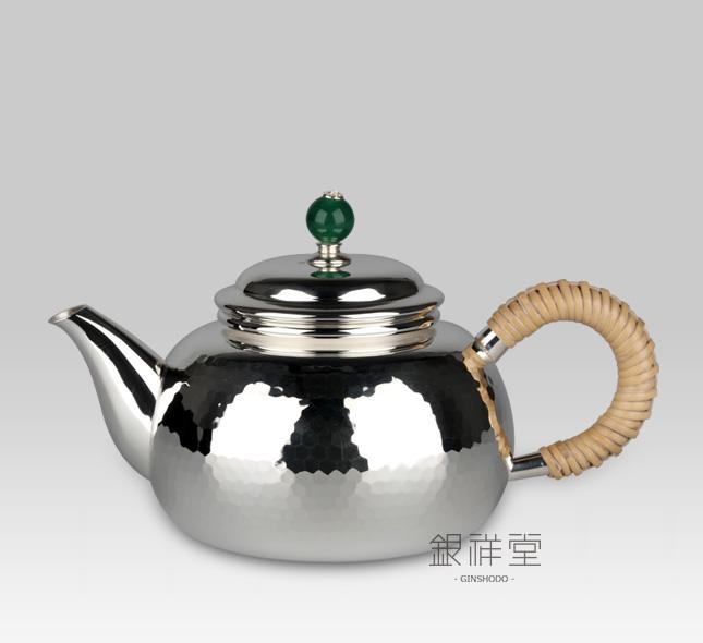 Silver teapot 220cc peach shape with Tsuchime, jade lid