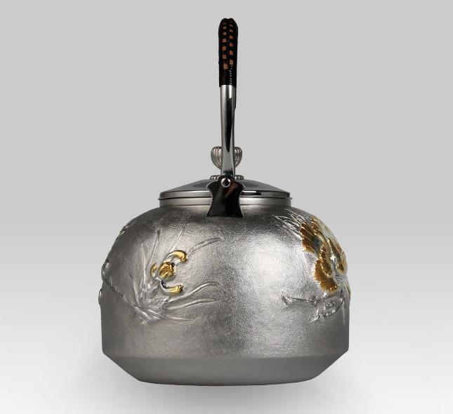 銀瓶 牡丹模様