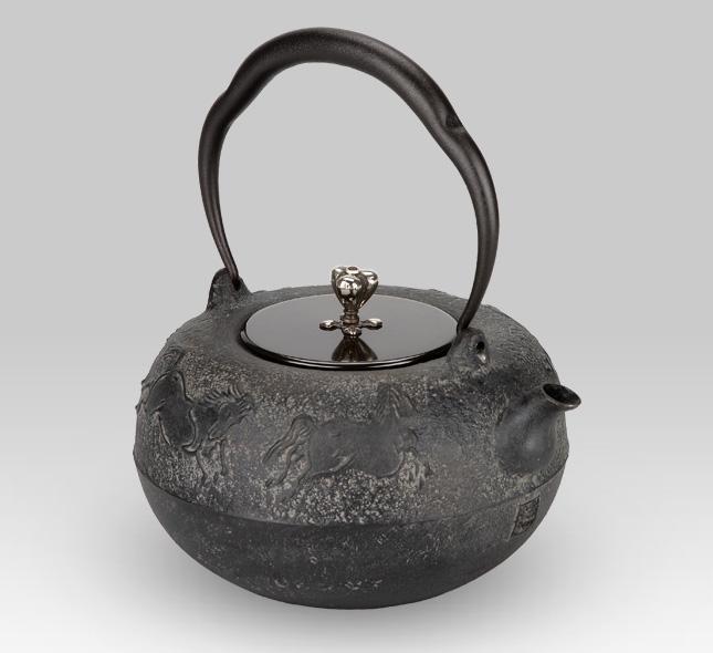 鉄瓶 蝋型五頭馬地紋